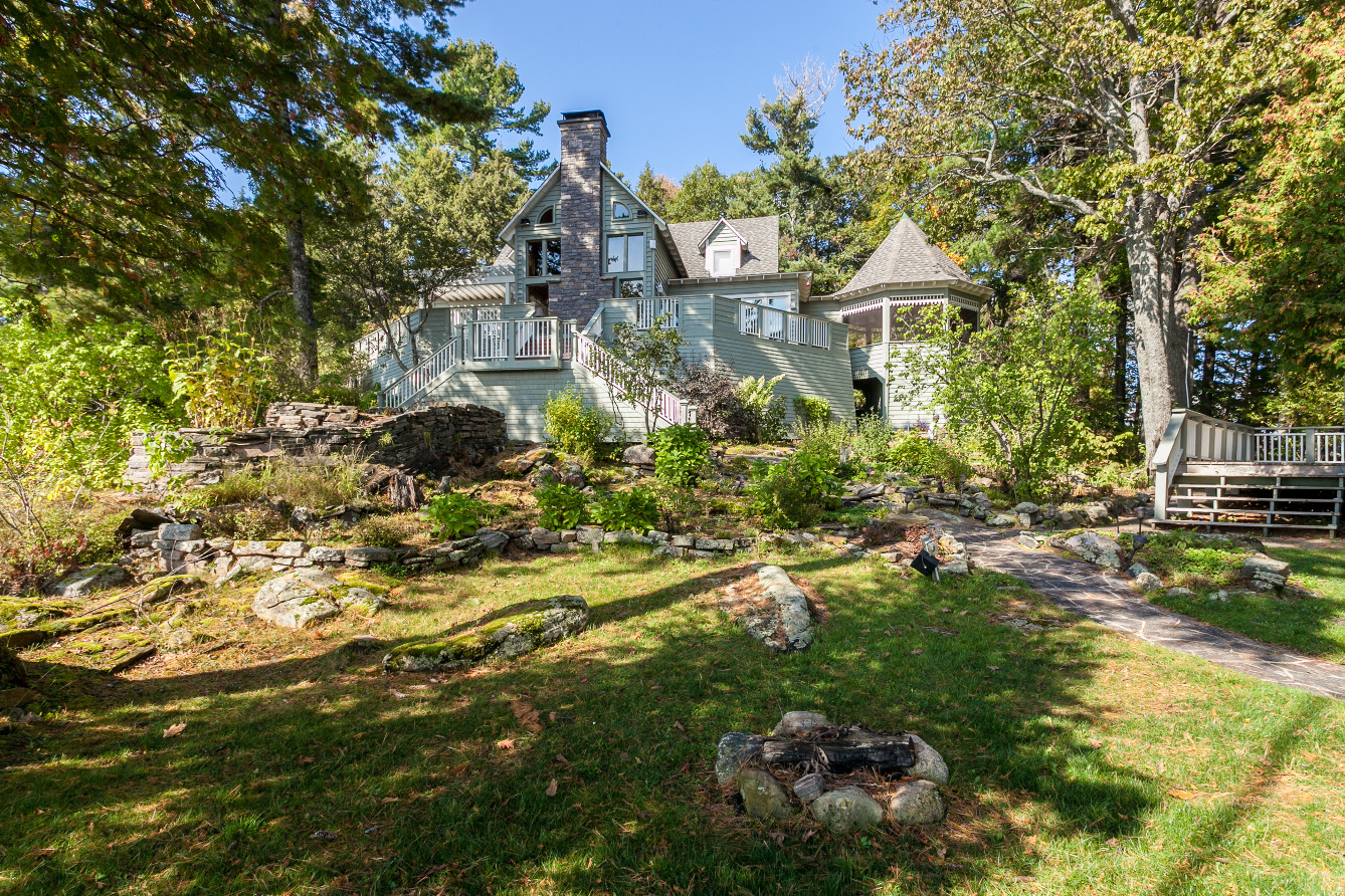 Buck Island, Lake Muskoka Waterfront Cottage